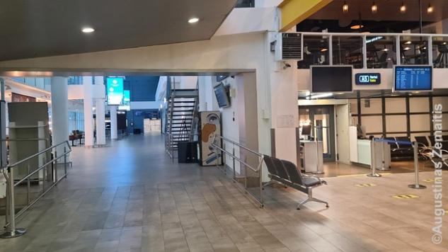 Tuščias Vilniaus oro uostas žvelgiant nuo Subway