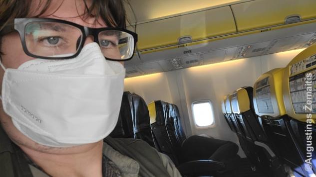 Lėktuve kiekvienam keleiviui - asmeninė lova per tris sėdynes ir dar vietos lieka