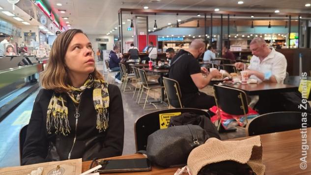 Kavinėje Sabihos Giokdžen oro uoste