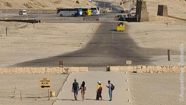 Vaizdas, kurį per mėnesį Egipte pamatome tiek kartų, kad suskaičiuotume ant rankų pirštų - Baltarusijos ir Lenkijos turistai eina į autobusus