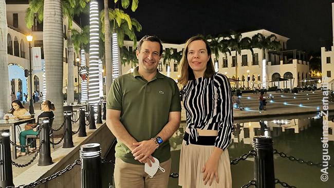 Aistė su klientu - Lietuvos garbės konsulu - turtingoje Gvajakilio dalyje
