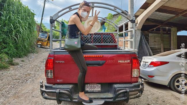 Viešasis transportas tuose Gvatemalos keliuose, kur lengvasis automobilis nebepravažiuoja