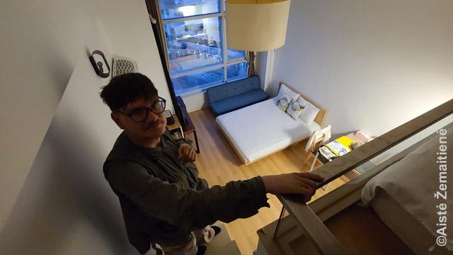 Mūsų antrasis butas Seule. Įprasta, kad mažuose butuose taupoma erdvė įrengiant pusaukštį su lova