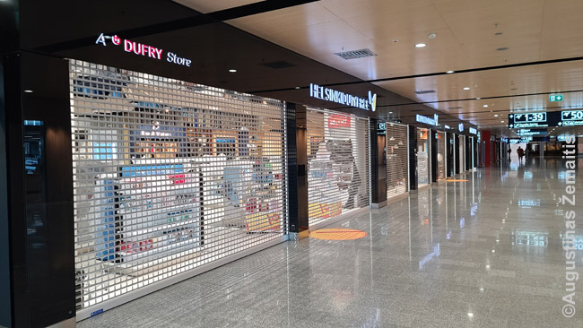 Uždarytos Helsinkio oro uosto parduotuvės
