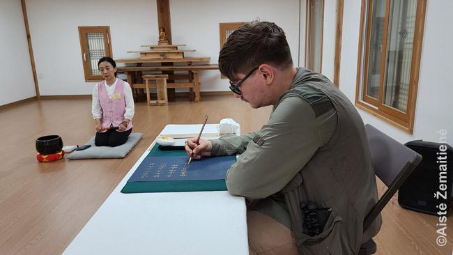 Seulo šventykloje perrašinėju sutras