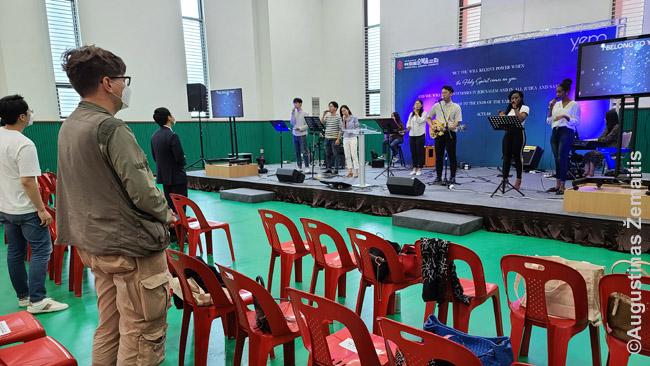 Youido bažnyčios pamaldose: užsidegimas čia nusveria prabangą, viskas vyksta sporto salėje