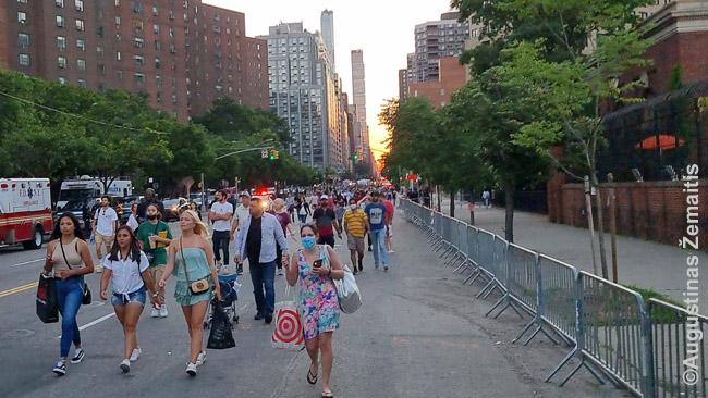 Niujorkiečių masės plūsta stebėti liepos 4 d. fejerverkų