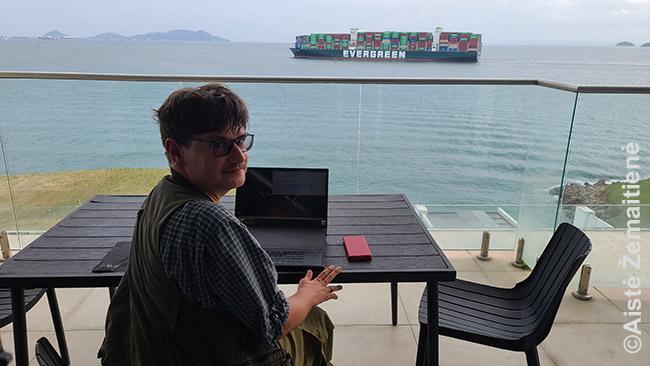 Dirbant prie Panamos kanalo vartų visada yra kur pailsinti akis: pažiūrėti, kokie laivai ir kur plaukia