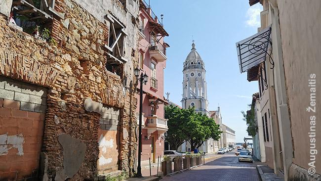 Panamos senamiestyje, kur dalis pastatų sugriuvę, dalis išlaižyti ir tarpinių variantų nėra