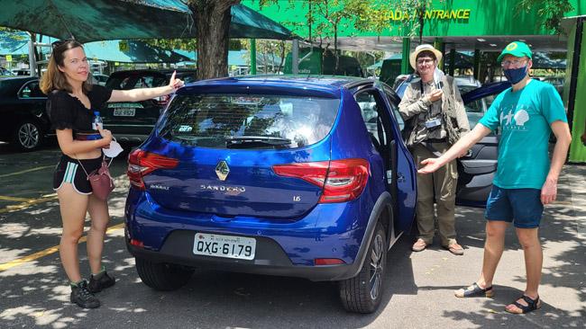 Susitikimas su Pranu parkinge prie Santoso Dumonto oro uosto. Automobilis naujas, nes autonuoma liepia pakeisti, nors avarija ir nebuvo didelė