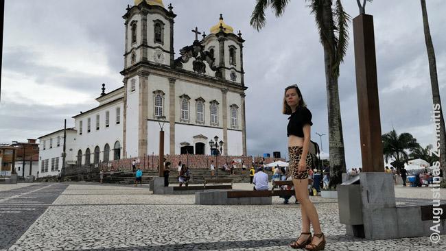 Prie Bonfim bažnyčios, kur dauguma mišių - penktadieniais, nes, nors tai katalikų bažnyčia, ją daugiau lanko kandomblistai