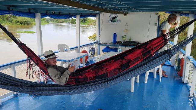 Upėlaivyje
