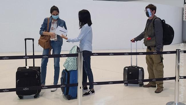 Rankinio bagažo vienetai. Kairėje - maždaug maksimalus rankinio bagažo dydis. Dešinėje - mažesnis nei maksimalus.