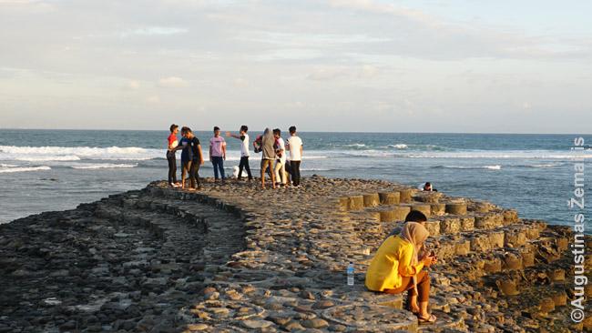 Musulmonai laukia saulėlydžio Sengigyje