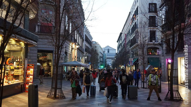 Vakarinis judėjimas Madrido Calle Mayor pėsčiųjų gatvėje