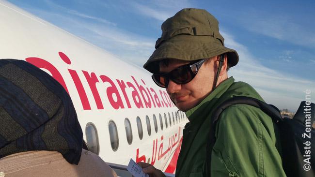 Aš prie Air Arabia lėktuvo. Pigių skrydžių bendrovių idėja pasaulyje plečiasi ir nebe pirmą kartą ten, kur prieš 2 ar 4 metus dar skraidoma būdavo tik už šimtus eurų, dabar jau atrandu pigių skrydžių bendroves - tiesa, dažniausiai tik kai kuriuose reisuose