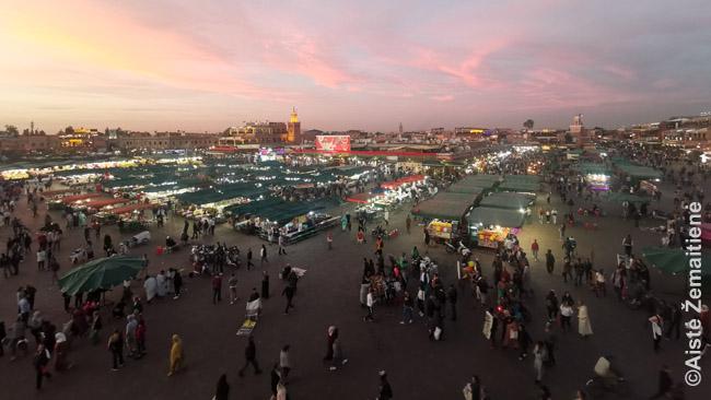 Džema El Fna aikštė saulėlydžio metu