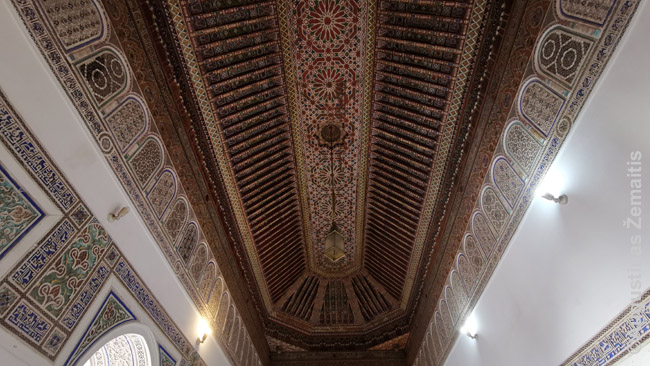 Tradicinis dekoras Bahjos rūmuose Marakeše. Panaš gali rasti ir riaduose
