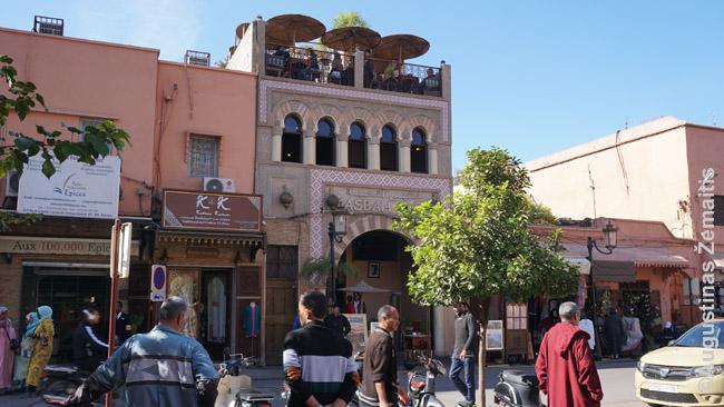 Panoraminė kavinė ant vieno Marakešo stogų