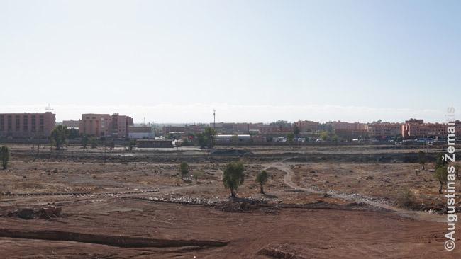 Vaizdas pro naujos statybos gero buto prie Guelizo langus
