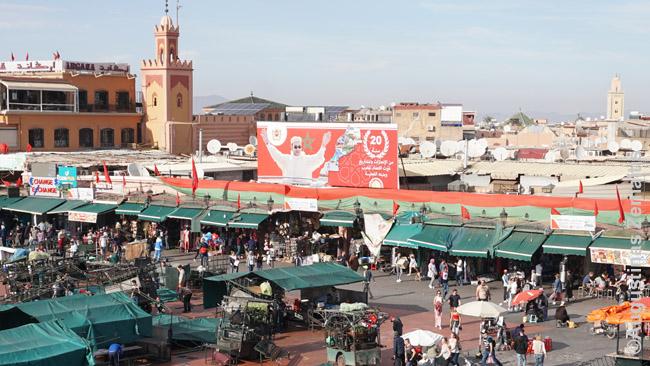 Karaliaus nuotrauka žvelgia iš Džema El Fna. Būtent šis karalius Mahometas nusprendė vystyti turizmą ir infrastruktūrą. Jo nuotraukų gausu visur