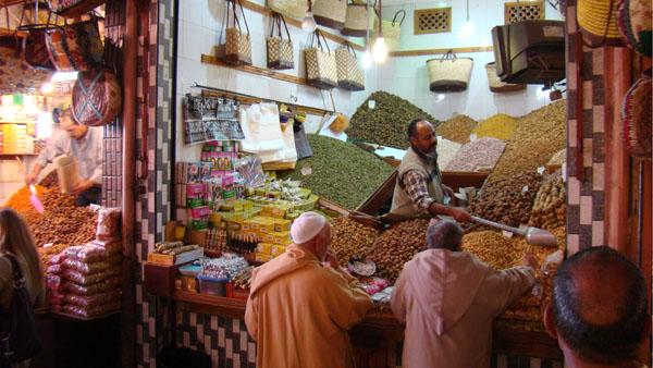 Maroko turgus. Apgavikų ar įkyrių prekeivių čia bus, bet plėšikų ar juoba žudikų - nelabai.