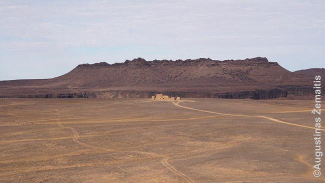 Fort Saganne fortas dykumos fone