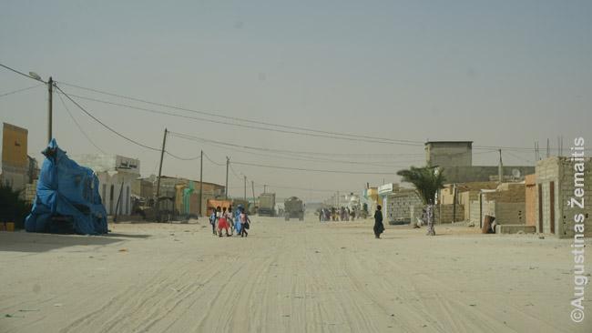Nuakšoto gyvenamieji rajonai, iš kokių (skirtingų autobusų stočių, priklausomai nuo krypties) išjuda tarpmiestinis viešasis transportas