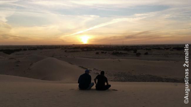 Saulėlydžio stėbjimas nuo aukštos kopos prie Šingečio
