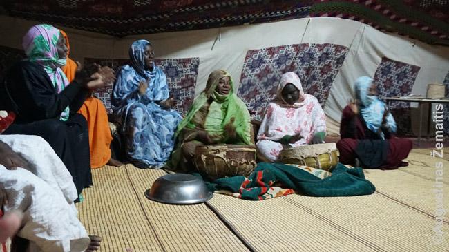 Mauritnaijos kaimo moterų muzika. Religinė, bet pagal ją ir šokama