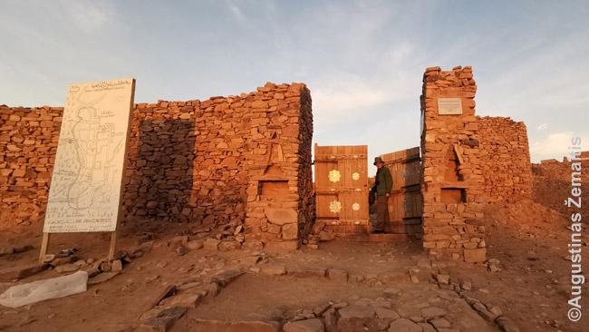 Uadano miestelio vartai