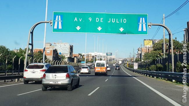 Pavyzdžiui, šalyje gali būti, kad visi keliai, pažymėti automagistralės ženklu - mokami. Bet dažniausiai dar būna ir koks papildomas ženklas.