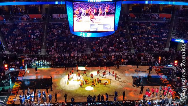 NBA šokis pertraukėlės metu