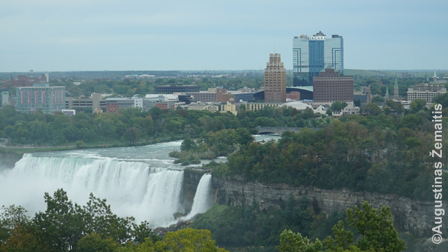 Amerikos krioklys. Virš jo - Niagara Folso miestas (JAV)