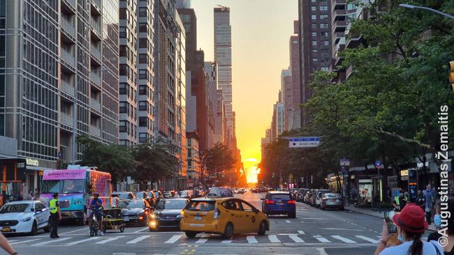 Saulėlydis Niujorko gatvės gale