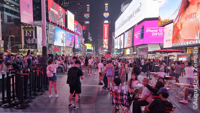 Niujorko Times Square, garsėjanti reklamomis