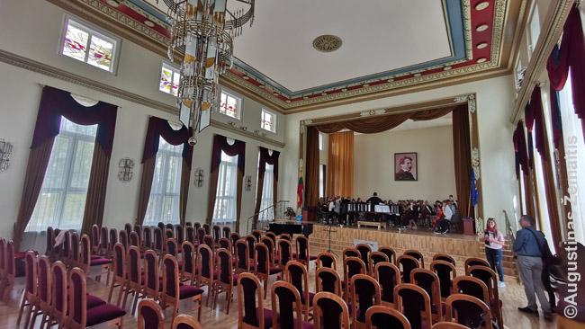 Čiurlionio menų gimnazijos koncertų salė