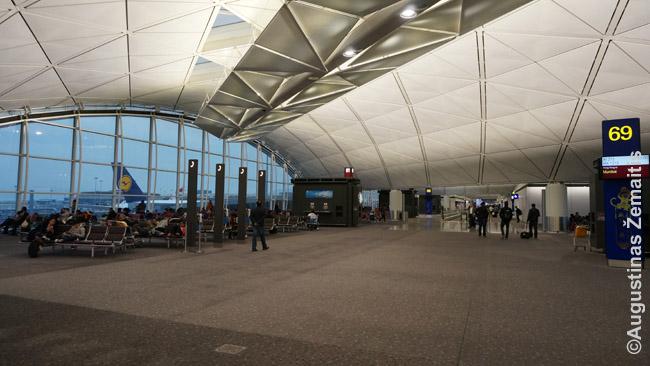 Prireikus persėsti oro uoste, daugelis eina tiesiai prie vartų ir laukia skrydžio, arba į kokį restoraną ar parduotuvę. Tačiau yra daug geresnių būtų ten praleisti laiką