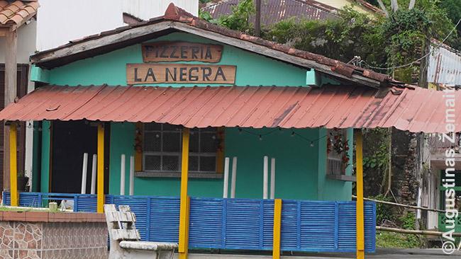 Kavinė 'Negrė' Portobelo mieste. Vakaruose tai būtų ne politkorektiška, bet Panamoje - kodėl gi ne, juk Portobelo garsėja juodaodžių kultūra ir šeimininkė greičiausiai yra juodaodė
