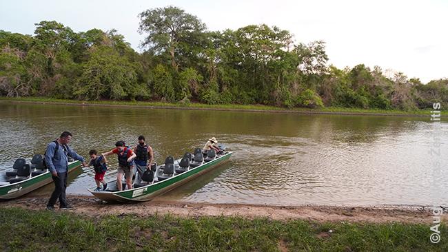 Rio Claro ložės laivas prieš išplaukiant saulėlydžiui