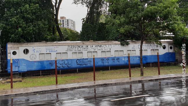 Tik apleisti vagonai liko iš Paragvajaus geležinkelių