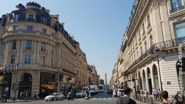 Viename didingų plačių Paryžiaus centro prospektų