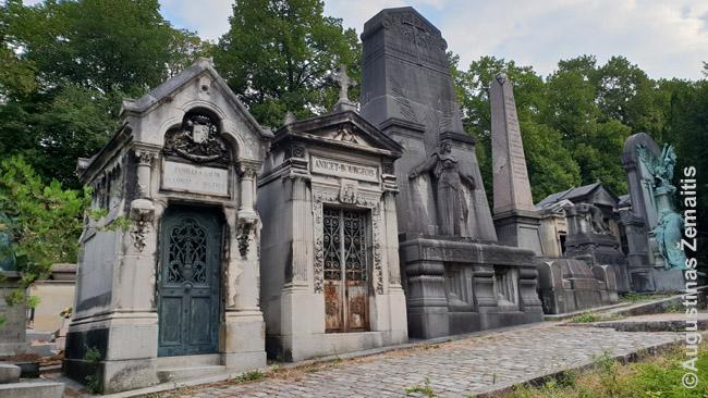 Paryžiaus Perlašezo kapinių kriptos, daugelį kurių pastatė XIX a. Prancūzijos elitas