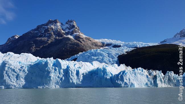 Spegacinio ledynas. Skirtingas ledo spalvas lemia skirtingas tankis.