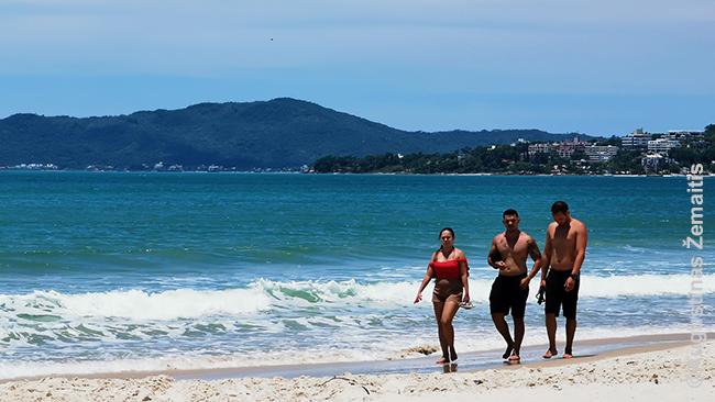 Idiliškame Santa Katarinos salos paplūdimyje (jie supa visą salą)