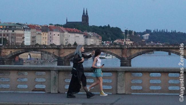 Už poros tiltų nuo Karlo tilto jau gali sau turėti erdvės net ir sezono įkarštyje