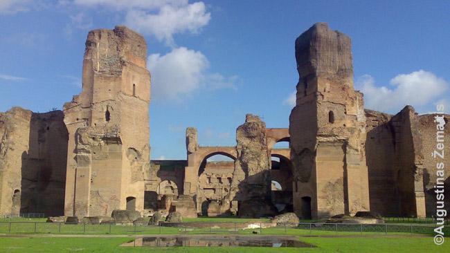 Karakalos pirtys Romoje. Mažesnių miestų pirčių būta mažesnių, bet tai vis tiek vieni didingiausių pastatų mieste