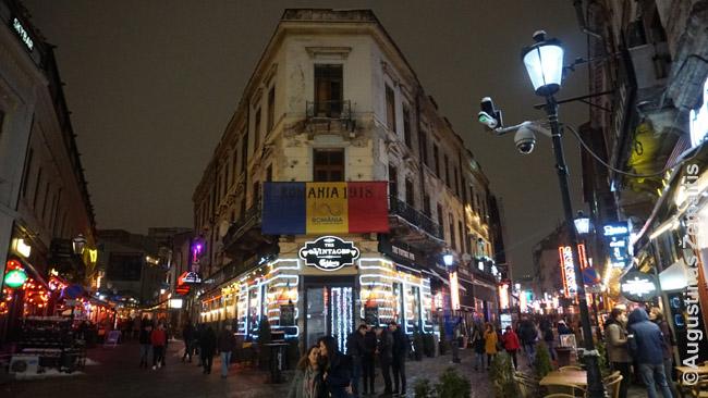 """Bukarešto senamiestis - tikra pramogų Meka. Daug barų, restoranų, o ir """"masažo salonų"""""""