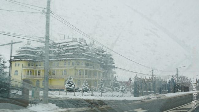 Čigonų rūmai Rumunijos pakelėje