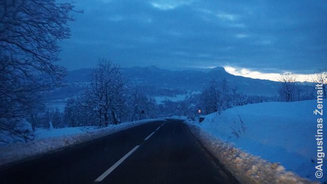 Tipinis kelias per Rumunją - ne magistralė, bet prižiūrimas gerai